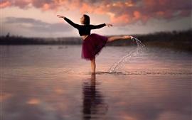 Aperçu fond d'écran Fille, danse, eau
