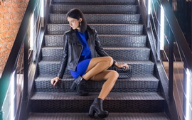 Jaqueta, menina, sentando, escadas