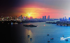 Майами, штат Флорида, США, город на закате, небоскребы, море, лодки