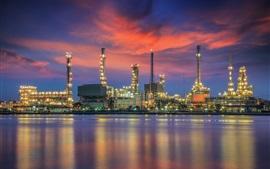 Aperçu fond d'écran Raffinerie de pétrole, la réflexion de l'eau, la nuit, les lumières, Bangkok, Thaïlande