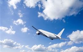 Пассажирский самолет, подъем полета, голубое небо, облака