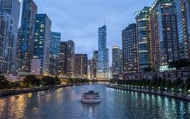 Город в вечернем, небоскребы, огни, река, лодка
