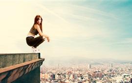 Menina, ficar, telhado, lado, altura, cidade
