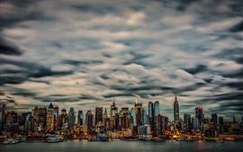 New York, Manhattan, EUA, arranha-céus, nuvens, noite, iates, luzes, baía