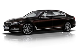 BMW 750Li xDrive G12 coche marrón vista lateral