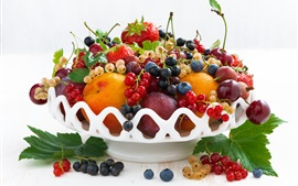 Frutas frescas, bagas, pêssego, cereja, morango
