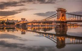 Aperçu fond d'écran Hongrie, Budapest, chaîne, pont, Danube, rivière, crépuscule, lumières