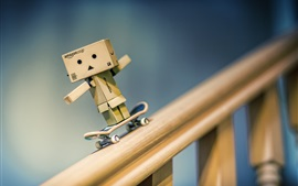 Preview wallpaper Danbo play skateboard