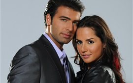 Preview wallpaper Carmen Villalobos and Jencarlos Canela