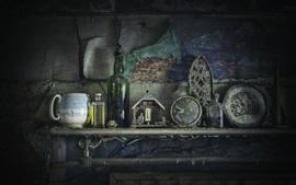 Chimenea, suciedad, botellas, ruinas