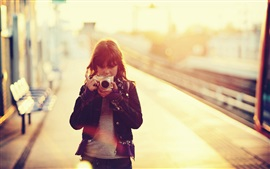 Preview wallpaper Asian girl use camera, glare