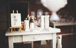 Preview wallpaper Easel, white table