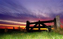 Aperçu fond d'écran Clôture, herbe, nuages, ciel, crépuscule