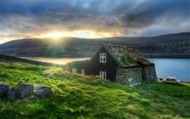 Islandia, cabaña, hierba, costa, mar, rayos del sol