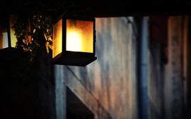 Фонарь теплый свет, ночь