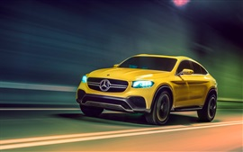 Желтая скорость автомобиля Mercedes-Benz GLC