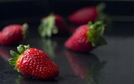 Morangos maduros, fruta suculenta