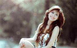Улыбка азиатская девушка, вьющиеся волосы