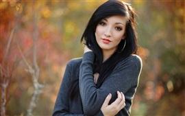 Menina de cabelo preto, natureza, bokeh