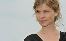 Preview wallpaper Clemence Poesy 06
