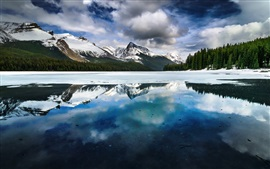 Preview wallpaper Lake, mountains, winter, snow, water reflection, Alberta, Canada