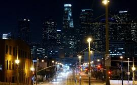 Noite rua da cidade, luzes, arranha-céus