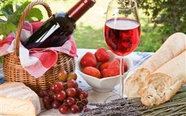 Открытый, пикник, хлеб, торт, клубника, виноград, вино, стеклянная чашка