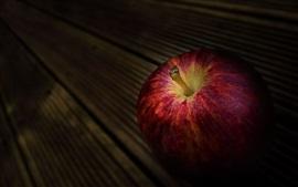 Красное яблоко, темный фон