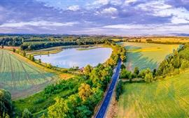 República Checa, estrada, verdes, campos, lago, árvores, casas