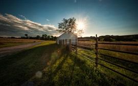 Terras agrícolas, cerca, casa, grama, sol