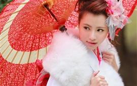 Menina japonesa, guarda-chuva vermelho, roupas de pele