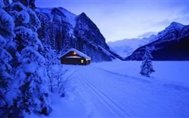 雪、小屋、ライト、山、木、夕方