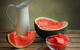 Арбуз, нож, летние сочные фрукты