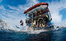 Aperçu fond d'écran Plongée sportive, bateau, eau, mer