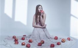 Девушка и яблоки, комната