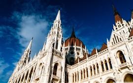 Hungría, Budapest, Parlamento arquitectura, cielo azul