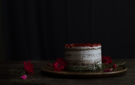 Preview wallpaper Cake, strawberry, rose, petals