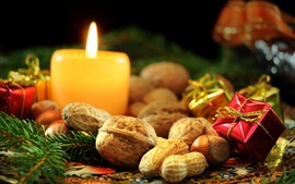 Vela, nueces, caja, decoración de Navidad