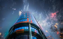 Aperçu fond d'écran Ville, bâtiment, verre, coloré, nuages