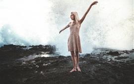 Танцы, девушка, всплеск воды