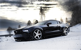 Ford Mustang coche negro vista lateral, nieve, invierno