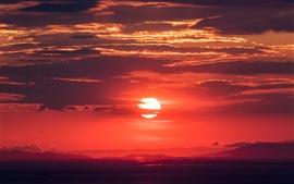Cielo rojo, nubes, puesta del sol, oscuridad