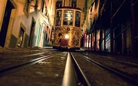 Tranvía, vista frontal, noche, barandas, ciudad