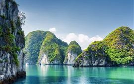 Vietnã, Baía de Halong, montanhas, mar, céu azul