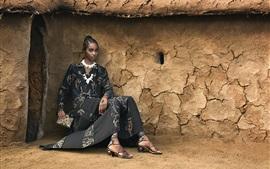 Muchacha africana, vestido de la manera del verano