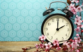 Preview wallpaper Alarm clock and pink flowers
