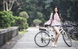 Азиатская девушка, длинные волосы, велосипед