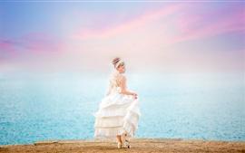 Novia, chica, vestido blanco, vista posterior, mar
