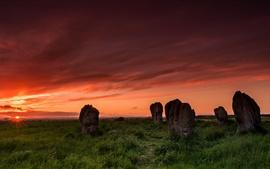 Duddo círculo de piedra, puesta de sol, hierba