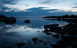 Crépuscule, lac, pierres